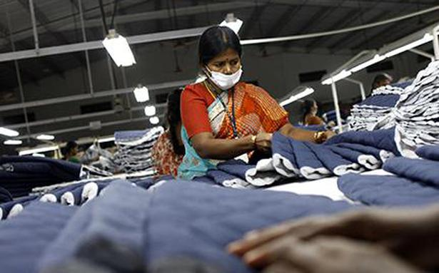 China shows textile strength in Canada