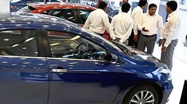 Cars, SUVs buck retail auto sales drop