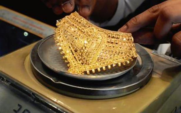 Gold loans spur personal loans, bank credit slows