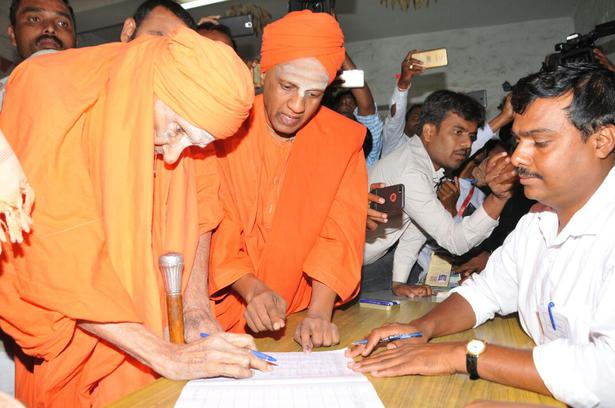 Dr. Shivakumara Swami, the 111-year-old seer of Siddaganga Mutt casts his vote in Tumakuru.