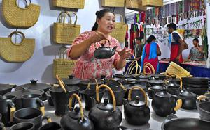 What's so special about Manipur's Longpi pottery?