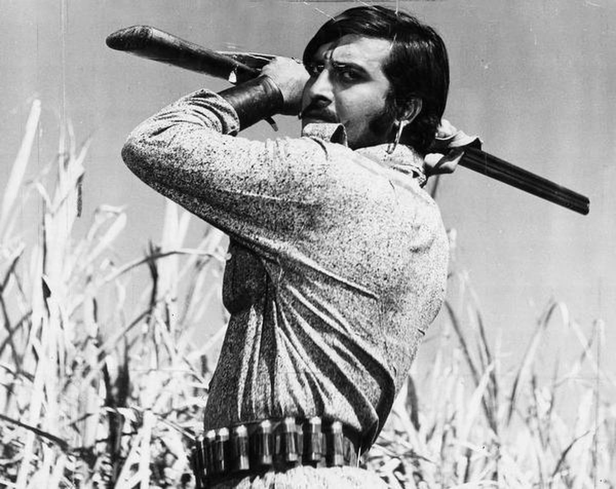 Vinod Khanna, the hero who started out as a villain - The Hindu