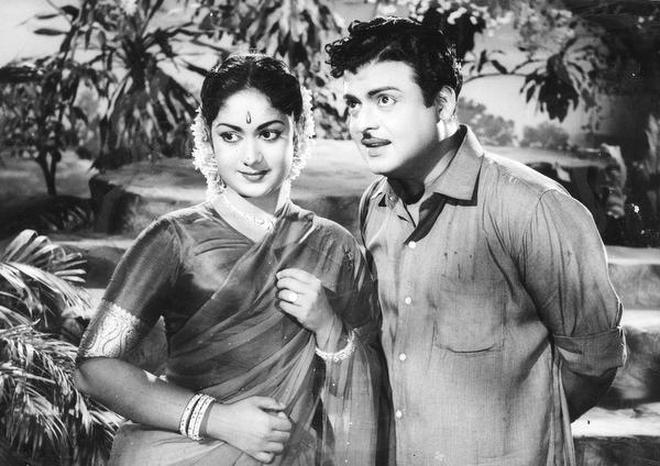 savitri-jamuna-criying-sr-ntr-anr-mahanati-movie-n