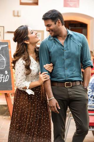 Vishal with Raashi Khanna in 'Ayogya'