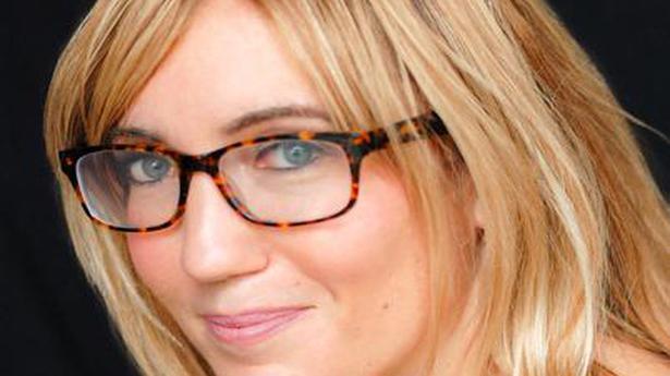 Caroline Kepnes on 'You Love Me': 'Joe mixes love and control'
