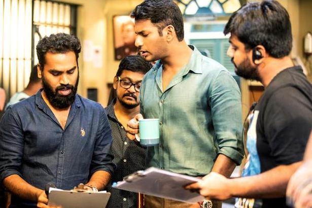 Vishal with 'Ayogya' director Venkat Mohan