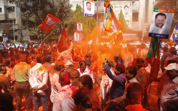 Shiv Sena inching towards majority in BMC elections