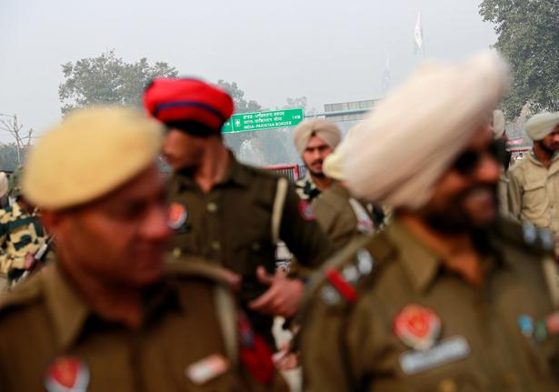 Police stand guard near Wagah border, on the outskirts of Amritsar ahead of the arrival of Indian Air Force pilot Abhinandan Varthaman on March 1, 2019.