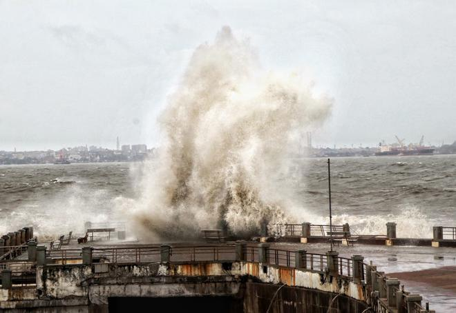 Cyclone Vayu live updates: Western Railway cancels 40 trains