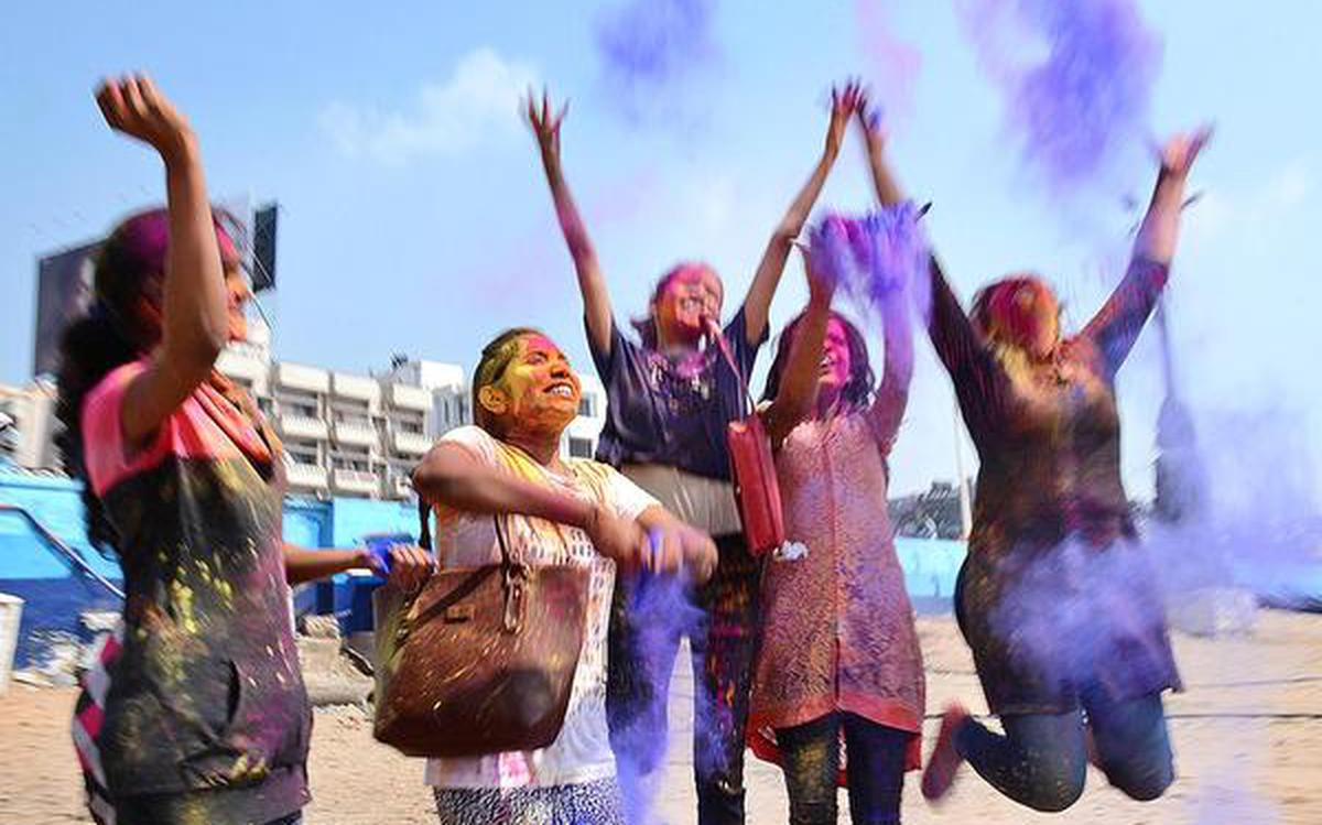 Holi is here! Here's how to protect your skin against toxic