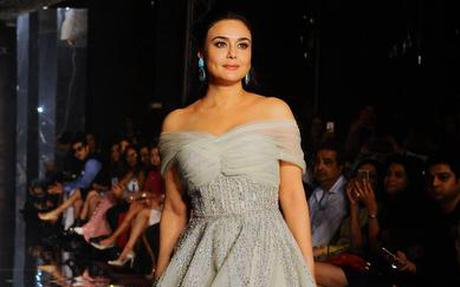 Amit Aggarwal Brings Monaco Inspired Lakme Fashion Week 2017 Winter Festive Day 3 Collection