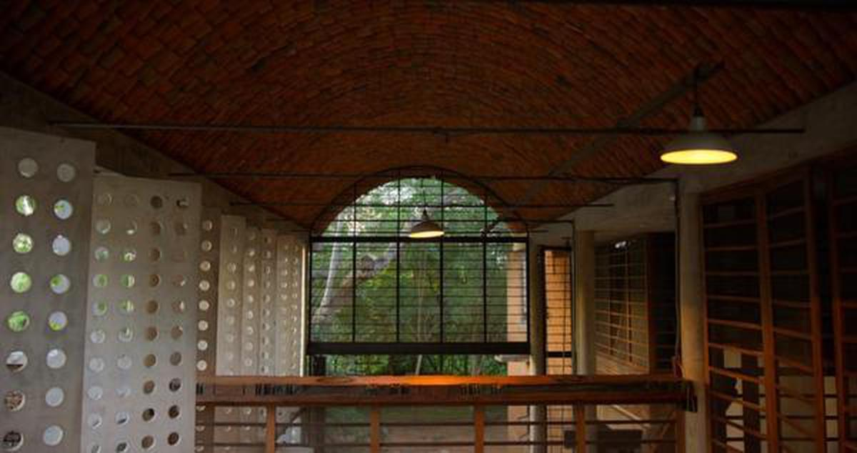 The roof made of guna for Anupama Kundoo's Wall House in Auroville, as featured in Apple TV+'s original series 'HOME'