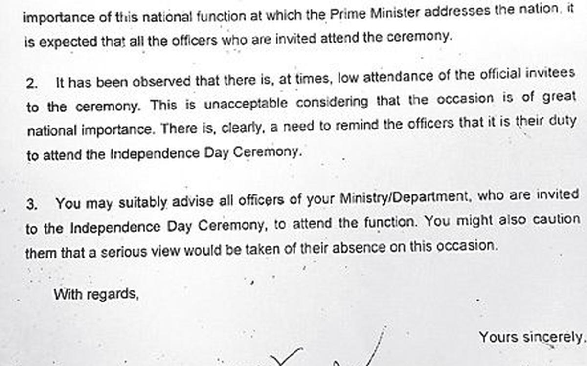 Govt  orders all officers to turn up for Modi's I-Day