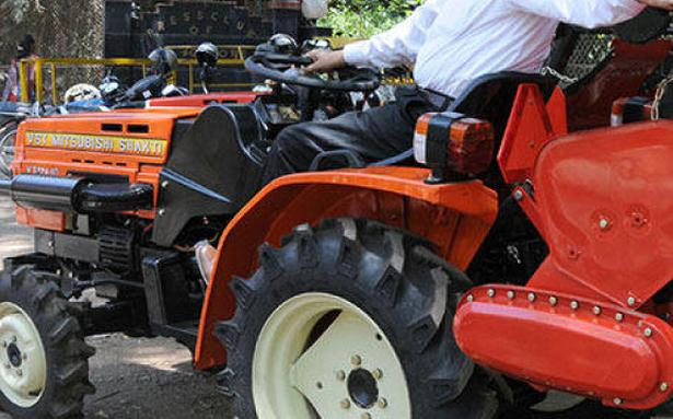 Vst Shifts Tractor Operations To Hosur The Hindu