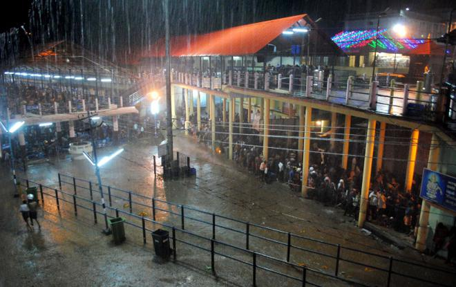 Sabarimala Pilgrims advised not to travel between 6 pm to 7 am due to heavy rain
