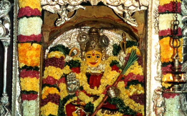 ap-news-indrakeelaadri-kanakadurga-temple-ladies-d