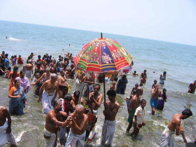 Theerthavari festival at the Adi Sethu, Ramanathapuram:: The Hindu