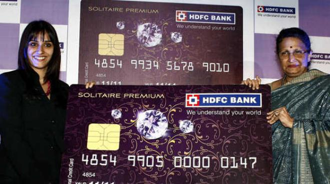 Hdfc bank launches credit card for women business the hindu premium card renu sud karnad right managing director hdfc handing colourmoves