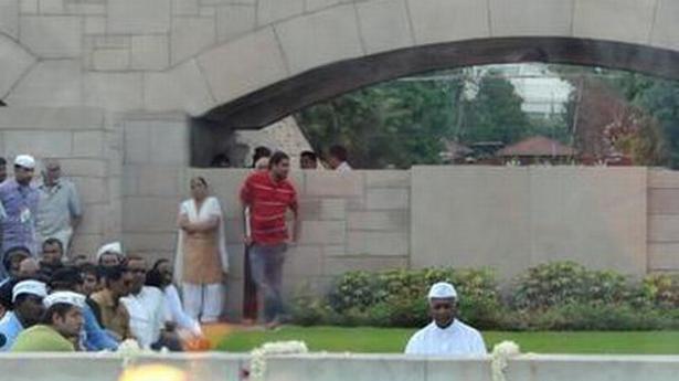 anna at rajghat के लिए चित्र परिणाम