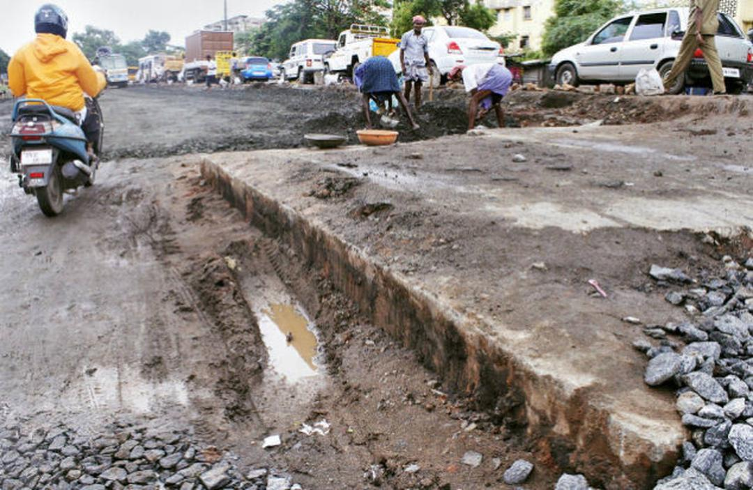 Mettupalayam Road being widened for three km.