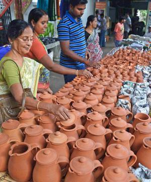 Handicrafts Handloom Exhibition Begins The Hindu