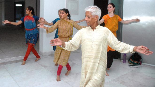 Guru Munna Shukla with his students. Photo: Sushil Kumar Verma
