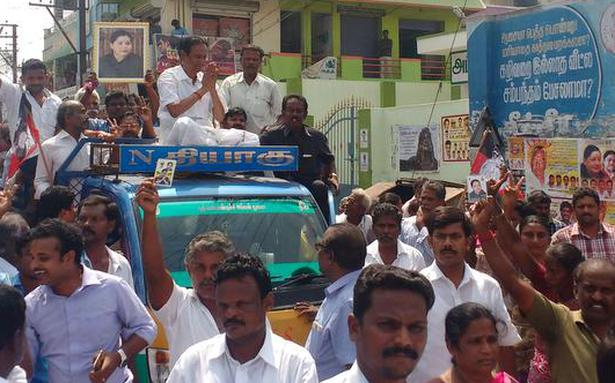 Rebel AIADMK MLA Semmalai gets rousing reception in his Mettur constituency