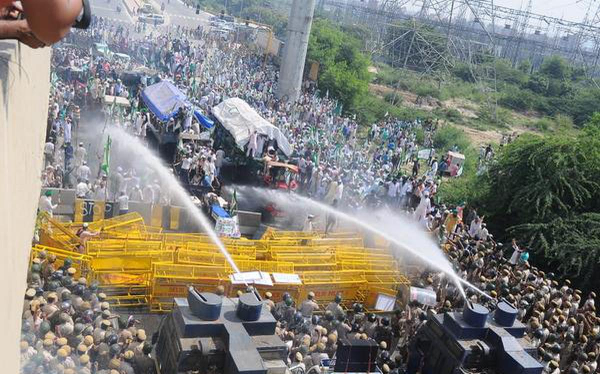 Police fire water cannons, teargas shells on protesting farmers at Delhi-UP border - The Hindu