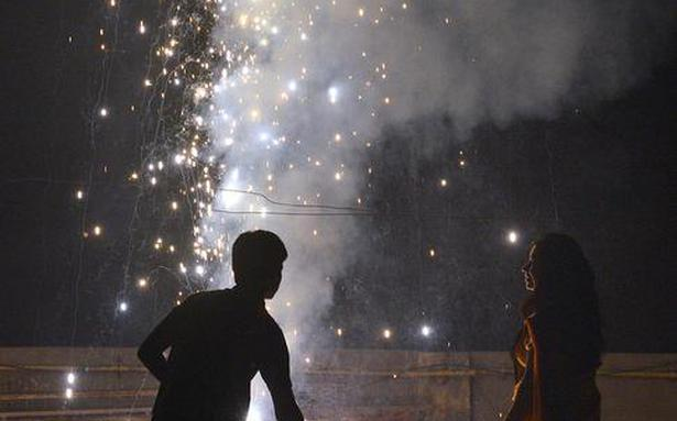 Govt teams to check sale of crackers