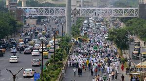 Farmers march from Uttar Pradesh stopped on Delhi-Ghaziabad border