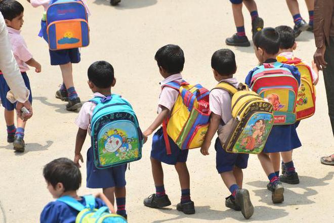 બાળકોના દફતરનો ભાર ઓછો કરવા શિક્ષણ વિભાગનો મહત્વનો નિર્ણય, દફતરનું વજન બાળકના વજનના 10 ટકાથી વધુ નહીં રાખી શકાય : શિક્ષણમંત્રી