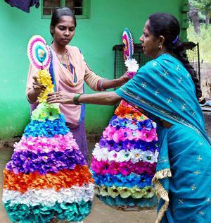 Multi colour paper bathukamma the hindu business sense tayyaba an 18 year old muslim girl makes paper mightylinksfo