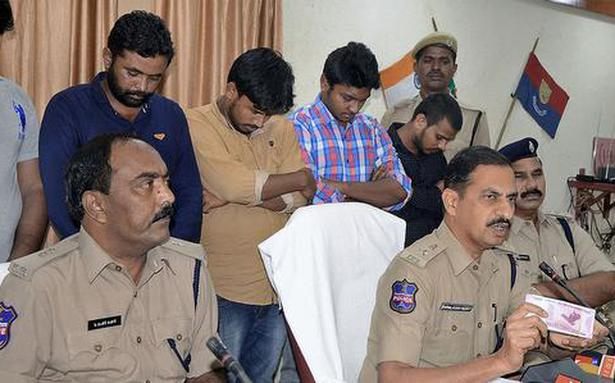Police bust fake currency racket, five arrested