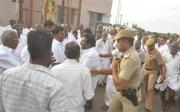 Karunas faces hostile reception