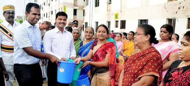 Vasudhara gated community residents get bins for source segregation collector k veera raghava rao and corporation commissioner s aneesh sekhar distributing bins for solutioingenieria Choice Image