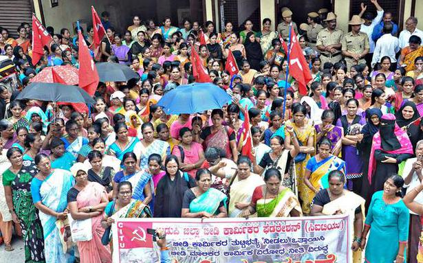 Beedi workers stage protest in Udupi