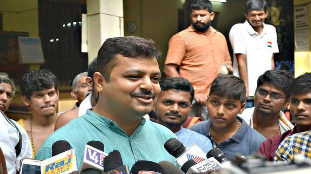 Sulibele backs Pejawar seer on 'Souharda Upahara Koota' issue