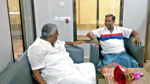 Revanna calls on former CM Siddaramaiah
