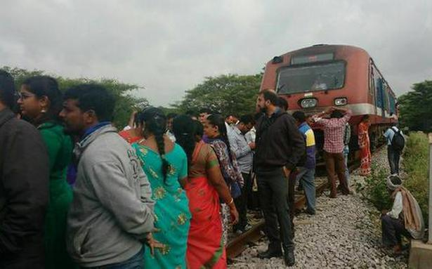 Yesvantpur-Hosur train runs late, angry passengers protest