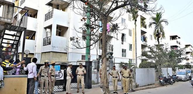 Stp deaths lack of enforcement of safety laws draws ire of policemen outside the apartment complex at somasundarapalya hsr layout where three persons died while reheart Choice Image