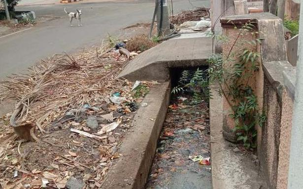 Garbage in stormwater drains irk Chennai residents