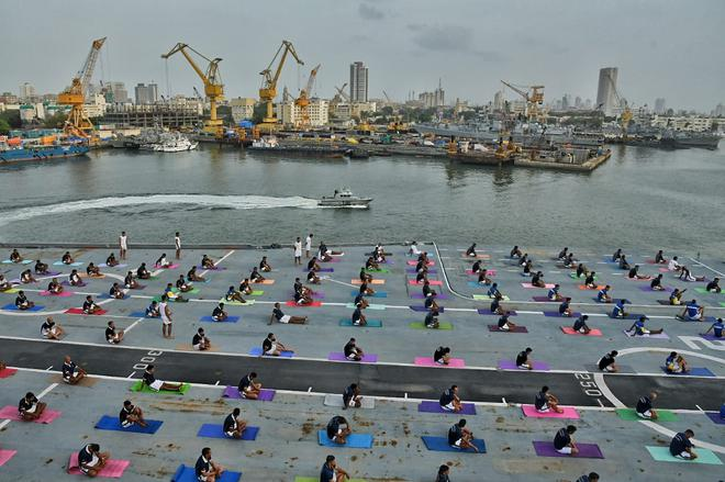 International yoga day rajasthan records biggest yoga gathering western naval command personnel getting ready for a yoga demonstration on the deck of ins viraat fandeluxe Image collections