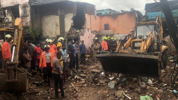 11 die, 7 injured as building collapses in Mumbai