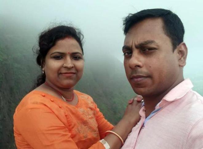 Sarita Chauhan junto com seu marido Ram Mohan Chauhan.