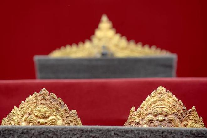 A set of looted Angkorian-era gold jewellery returned to Cambodia. Image: AFP