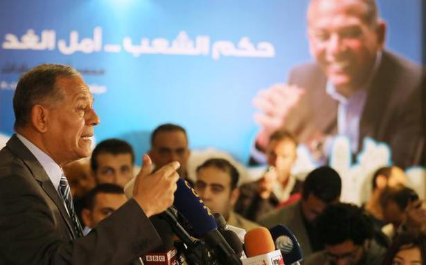 Former Egyptian lawmaker pulls out of presidential race