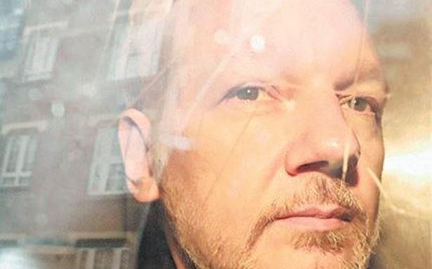 Assange 'hears voices' in prison: psychiatrist