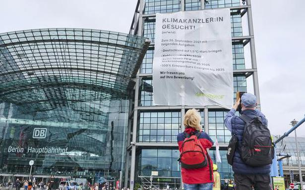 Campaigners press for next German leader to act on climate change