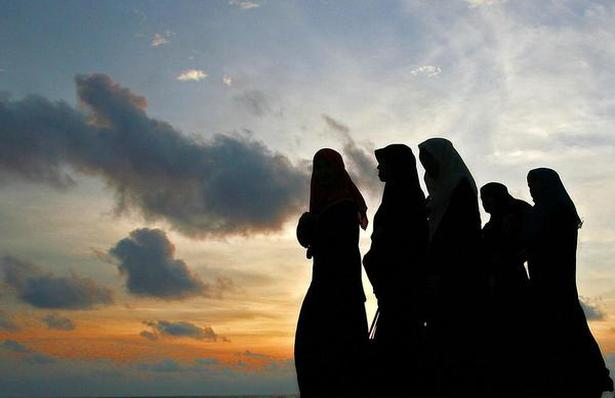 Muslim women's changing attire appears to be contentious to Tamils.