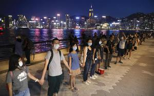 Hong Kong protesters form human chain in peaceful protest